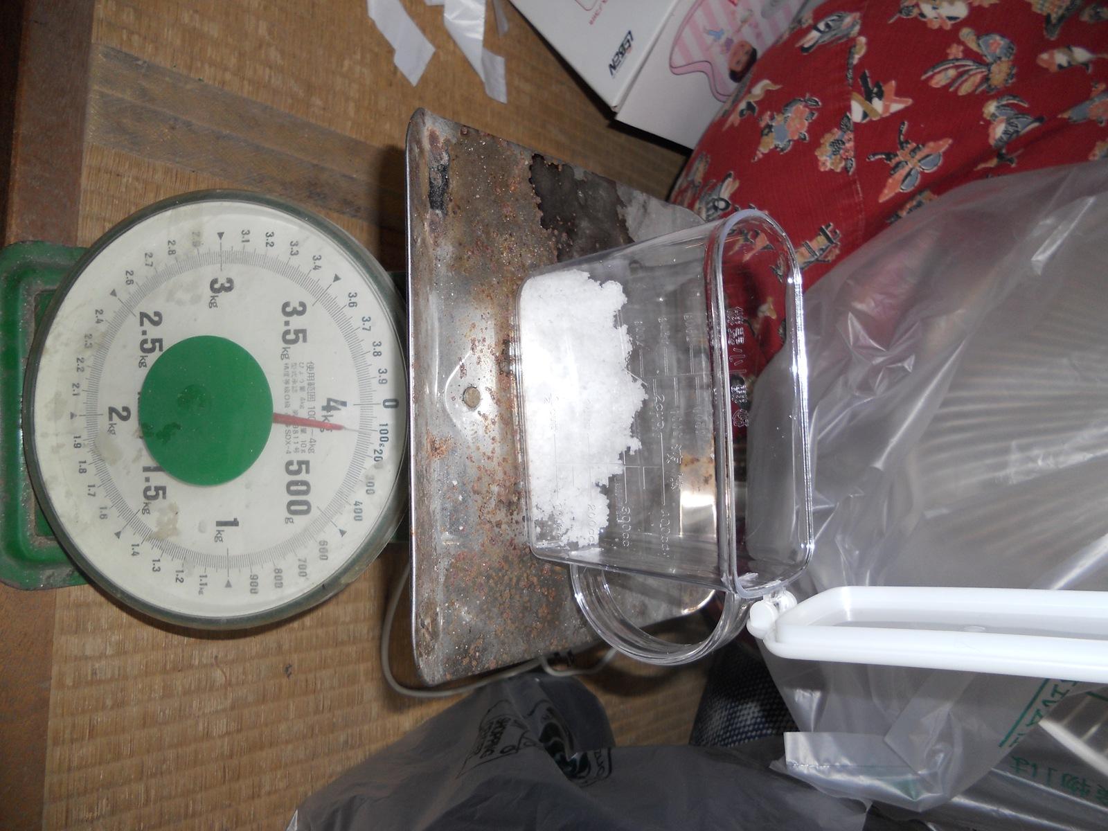 金魚の治療25日目:11.04.30:塩50g追加!