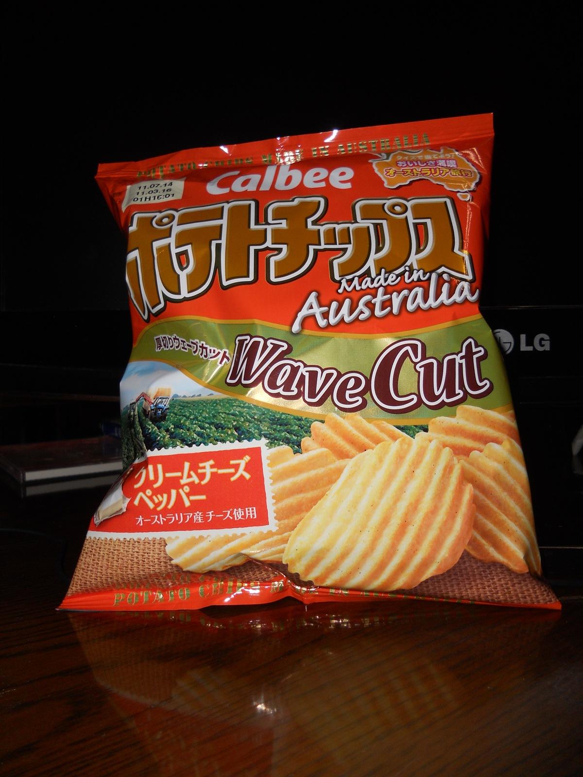 ポテトチップス Made in Australia WaveCut クリームチーズペッパー[カルビー]:11.06.25